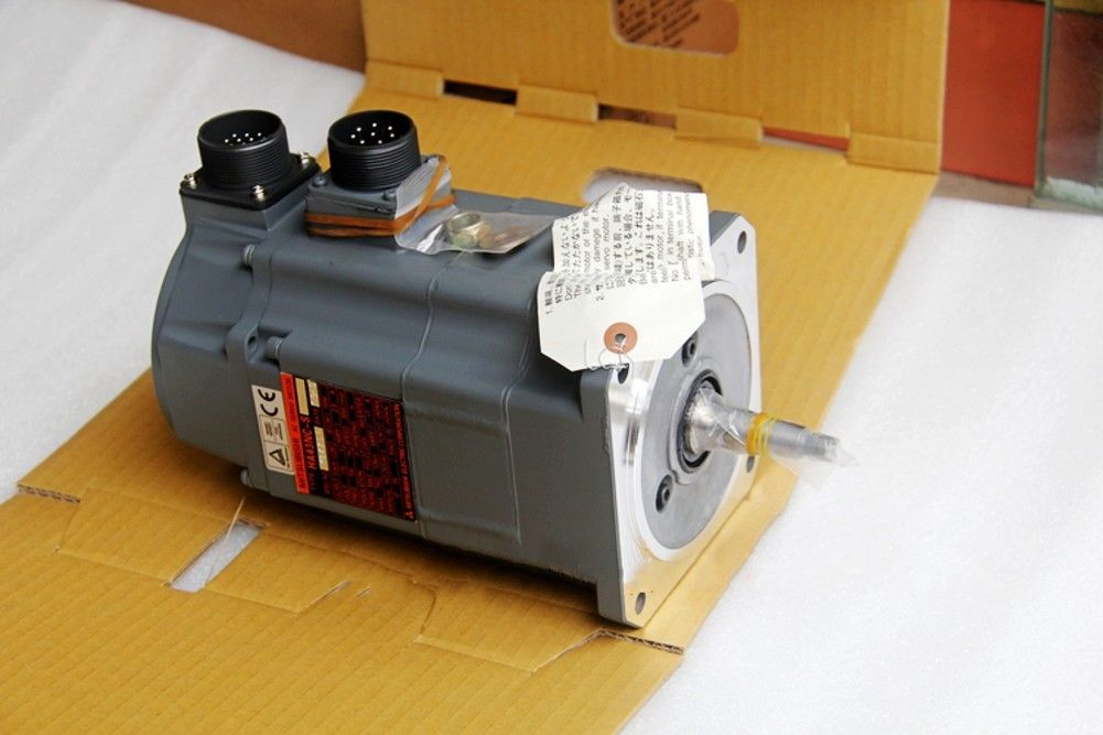 100% NEW Mitsubishi SERVO MOTOR HA43NC-S in box HA43NCS