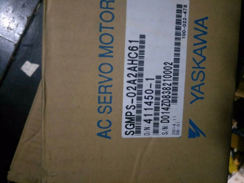 1PC NEW ORIGINAL YASKAWA AC SERVO MOTOR SGMPS-02A2AHC61 EXPEDITED SHIPPING