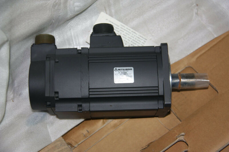NEW ORIGINAL MITSUBISHI AC SERVO MOTOR HC-RF153B EXPEDITED SHIPPING