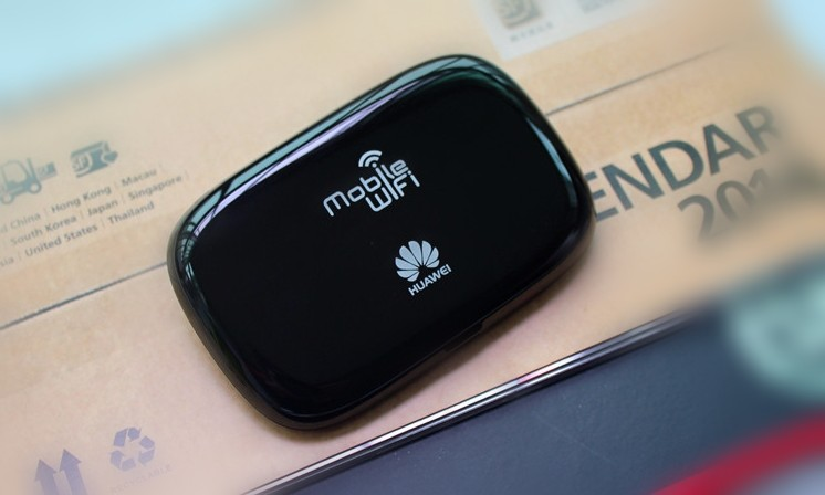 HUAWEI E5220 W/B Mobile WiFi 3G HSPA+ 21Mbps Wireless Hotspot