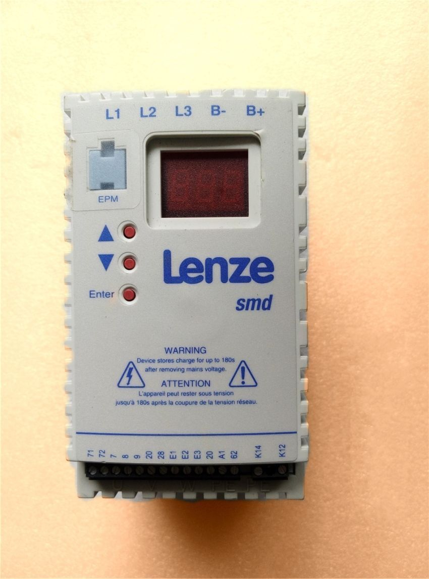 Free DHL Genuine Lenze frequency converter 1.1KW 380V ESMD112L4TXA in new box